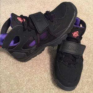 Nike Shoes | Nike Huarache W Strap